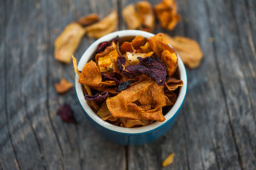 Mixed of vegetable chips in a blue bowl